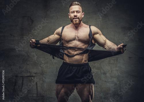 Fototapeta  Obrovské kulturista protrhl své oděvy.