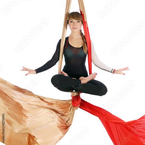 Tuinposter Gymnastiek Gymnastics on aerial silk