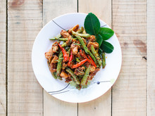 Stir Fried Pork And Red Curry Paste With String Bean