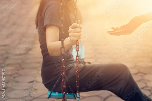 Woman on swing no longer lonely, her boyfriend come back