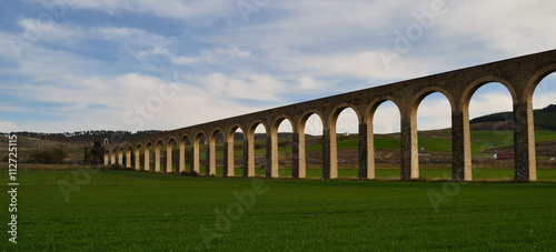 Acueducto de Subiza, en pleno Valle de Elortz. Una obra imponente del siglo XVIII.