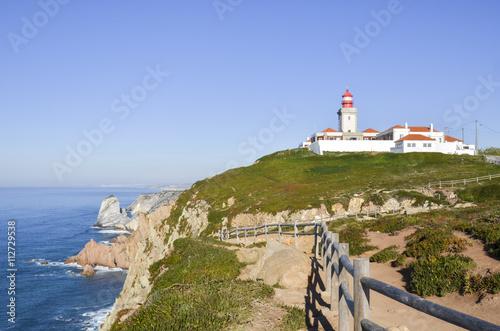 Foto auf AluDibond Roca cape in Portugal. Lighthouse on the edge.