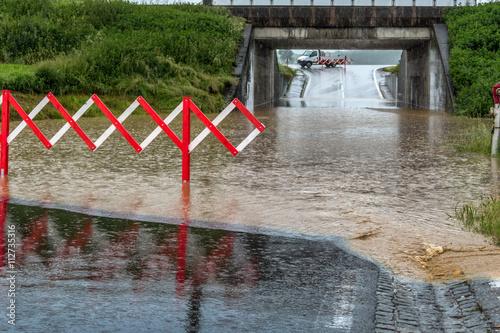 Plakat Powódź w tunelu drogi