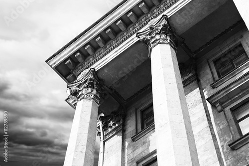 Photo Courthouse facade with columns. Vintage style filter