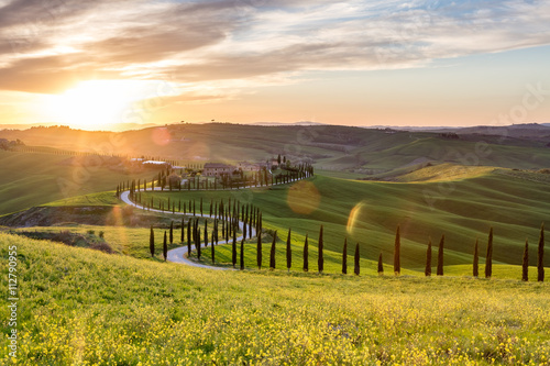 Fotoposter Toscane Beautiful sunset near Asciano, Tuscany, Italy