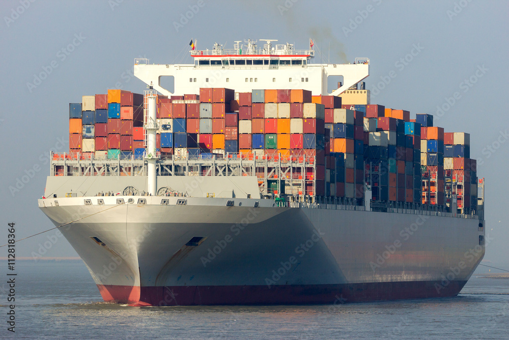 Fototapety, obrazy: Front view of a large container ship