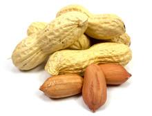 Erdnüsse Isoliert Auf Weißem...