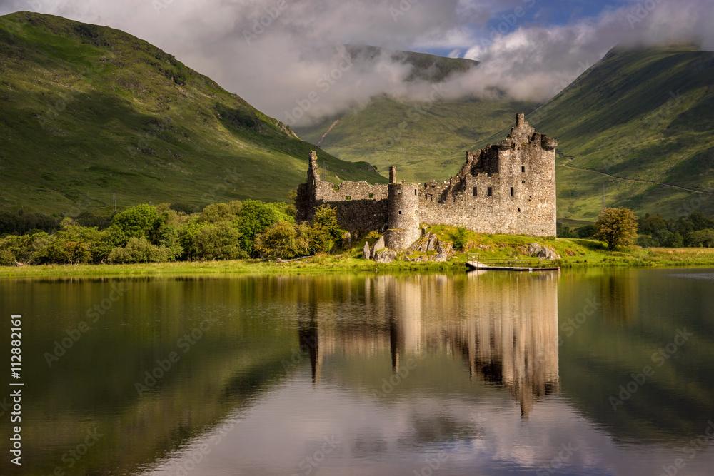 Fototapety, obrazy: Reflection of Kilchurn Castle in Loch Awe, Highlands, Scotland