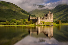 Reflection Of Kilchurn Castle ...