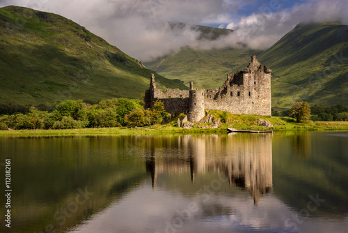 Poster Kasteel Reflection of Kilchurn Castle in Loch Awe, Highlands, Scotland