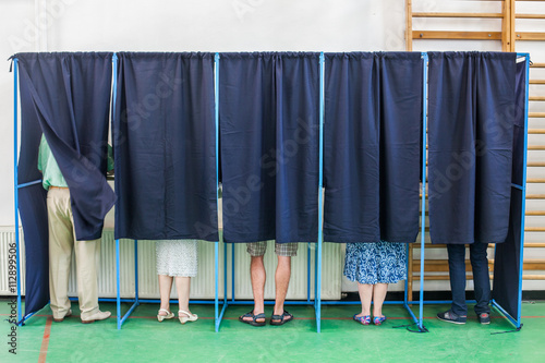 People voting in booths Fototapet