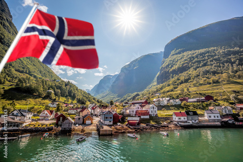 Photo  Beautiful Fishing village Undredal against mountain near the Flam in Norway