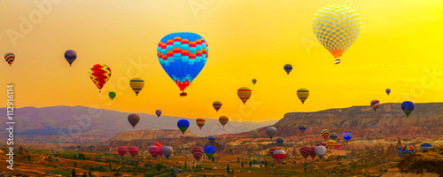 Foto op Plexiglas Ballon Colorful Hot Air Balloon In The Mountain sunrise
