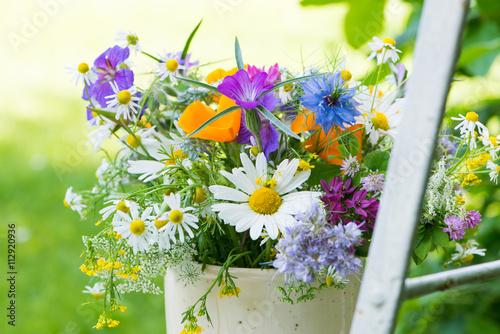obraz lub plakat Wildblumenstrauß im Garten