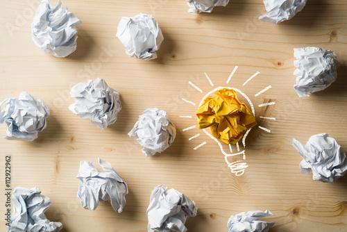 Fototapeta Papierkugeln als Symbol für Ideen obraz