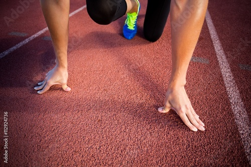 Female athlete in ready to run position - 112924736