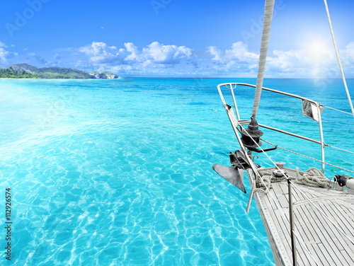 Fotografia  View of tropical beach from yacht.