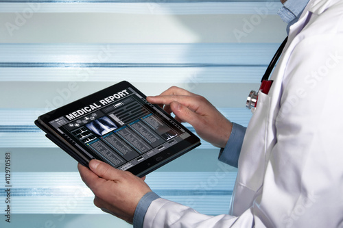 Fotografía  doctor with tablet data consulting a medical report of a patient / practitioner