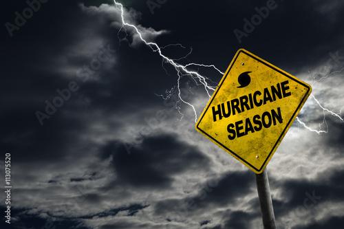Fotomural Iniciar la temporada de huracanes con el fondo tempestuoso