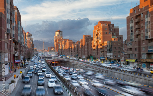 Papiers peints Tunnel Tehran Cityscape with Sunlit Navvab Buildings and Cars Passing Through Tohid Tunnel