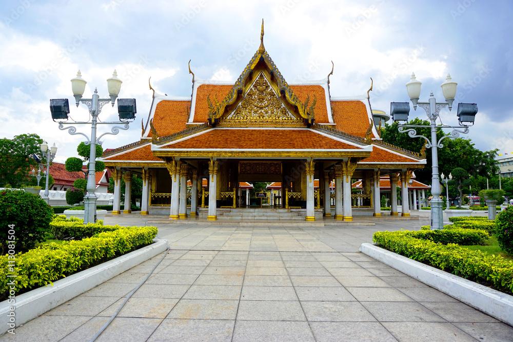 Photo & Art Print Court of Maha Jetsadabodin Pavillion in Bangkok ...