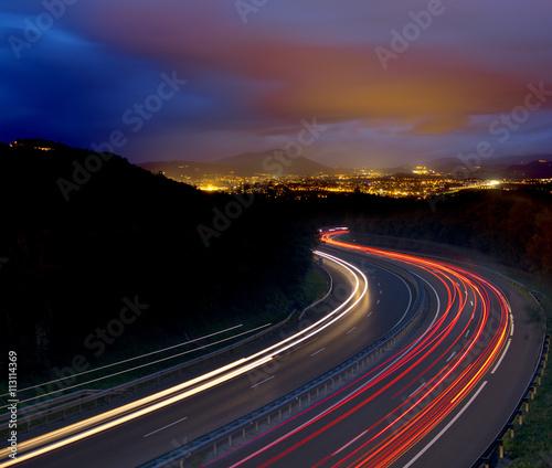 Keuken foto achterwand Nacht snelweg Car lights at night go to the city.