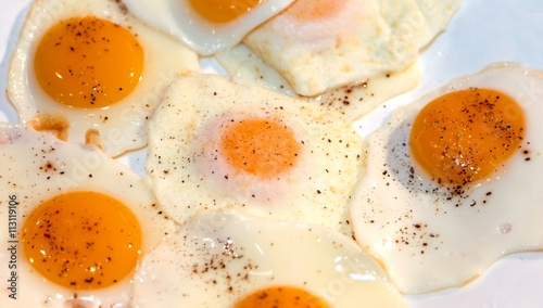 Foto op Plexiglas Gebakken Eieren many fried eggs with red yolk and egg white