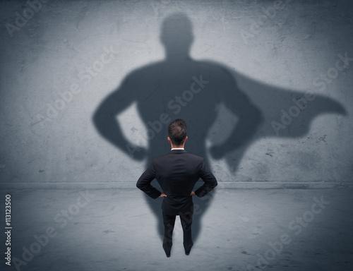 Fotomural Exitoso hombre de negocios con la sombra de superhéroes