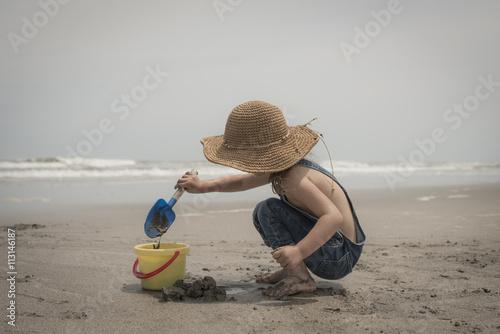 Valokuva  砂浜で遊ぶ子供