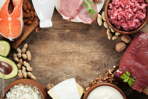 Poster Produit laitier Dairy products on table