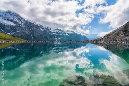 Foto auf AluDibond Reflexion Spectacular view of Swiss alps reflected in the lake