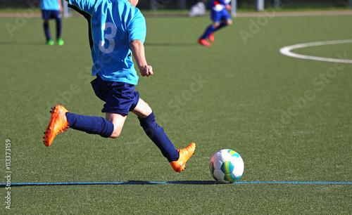 Photo Jugendspieler beim Abstoss