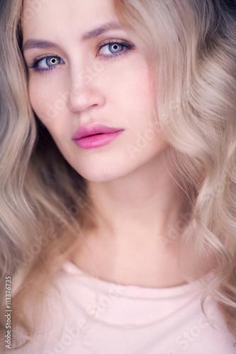 Fényképezés Young curly-headed woman