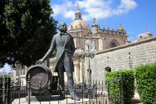 Tio Pepe vor der Kathedrale in Jerez