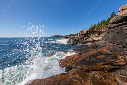 Tuinposter Kust Waves crashing along the coast of Acadia National Park in Maine