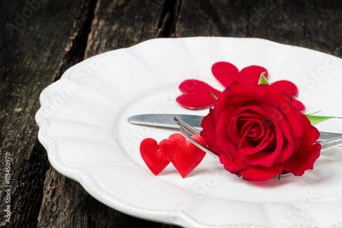 Gedeck und Rose zum Valentinstag - Buy this stock photo and explore ...