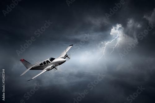 samolot-w-burzy