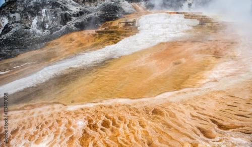 Fotobehang Natuur Park Mammoth hot spring, Yellowstone National Park