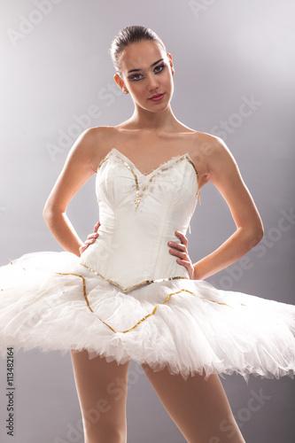 Fényképezés  beautiful ballerina in point technique,posing