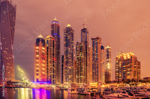 Photo  Dubai, United Arab Emirates: Marina at night