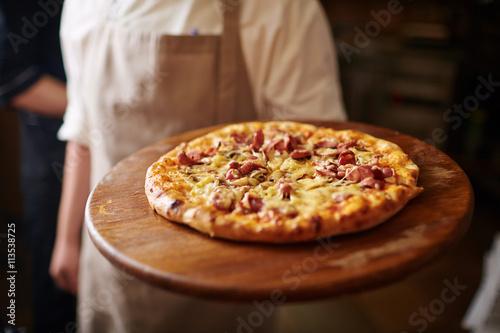 Montage in der Fensternische Pizzeria Italian food