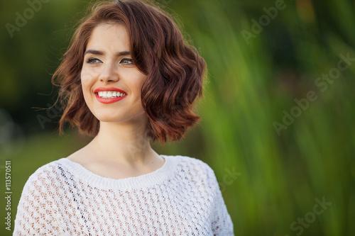Fotografía  Outdoor photo of young woman