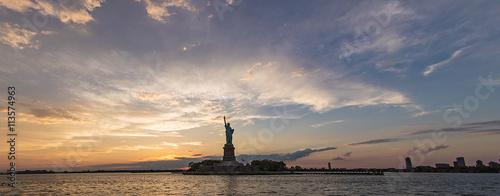 Fotografie, Obraz  dramatic panorama of Statue of Liberty during sunset