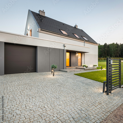 Fotografía  Design house with stone driveway