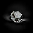 edler Solitär Diamant vor schwarzem Hintergrund