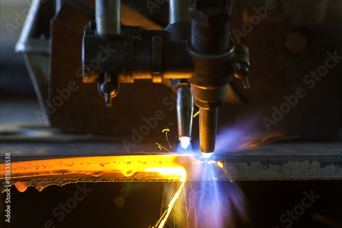 Poster de jardin Metal Metal cutting with acetylene torch close-up on low light