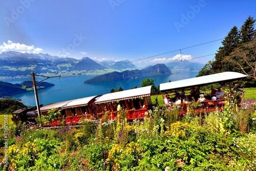 Rigi Dampfbahn mit Sicht auf Vierwaldstättersee und Voralpen