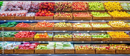 Foto op Plexiglas Keuken Fresh fruits and vegetables on shelf in supermarket