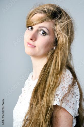 Blond mit braunen augen