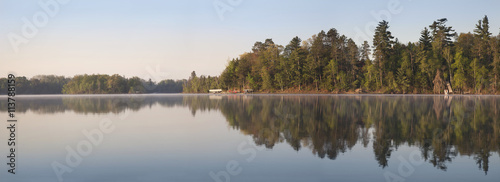 Poster Lac / Etang Panorama of Northern Minnesota Lakeshore on a Calm Morning Durin